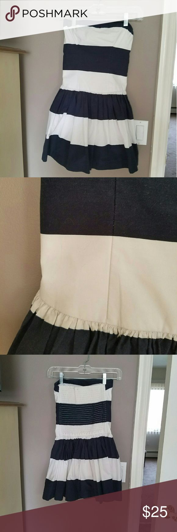 Abercrombie and fitch nautical dress Beautiful navy blue and white nautical dress by Abercrombie and fitch. I'm 5'6 and this hits mid-thigh. Worn once. Very cute for the summer! Size xs. Abercrombie & Fitch Dresses Mini