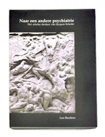 Dit boek is een eerbetoon aan professor Jacques Schotte. De auteur situeert deze psychiater-psychoanalyst, deze bruggenbouwer die tot ver in de tweede helft van de 20ste eeuw zowat de hele Europese psychiatrie kende en aaneenpraatte, binnen de psychoanalyse, de psychiatrie en de fenomenologie. En hij roemt en leidt ons in op de figuur van Leopold Szondi, dé spilfiguur waarrond Schotte zijn antropo-psychiatrie uitbouwde.