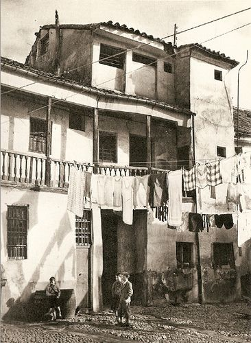 1952. Una corrala en Lavapiés. Fotografía de Catalá Roca | Flickr: Intercambio…