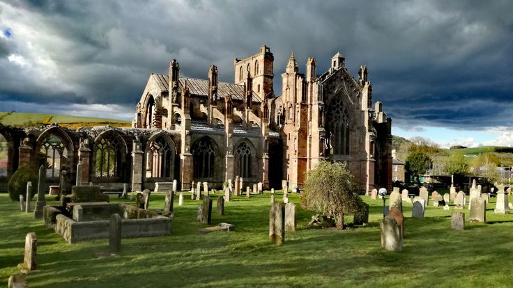Melrose Abbey ( Scotland )