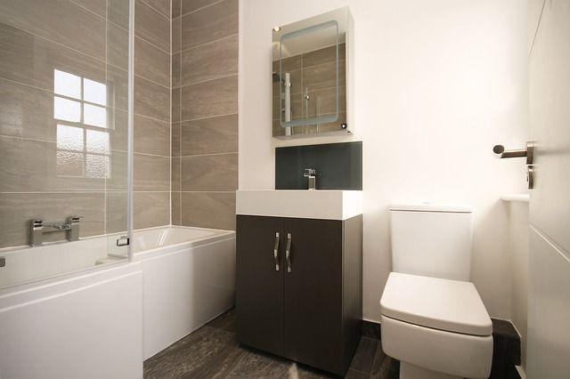 Tips Voor Het Inrichten Van Een Kleine Badkamer Interieur Interieurideeen Stijlv Kleine Badkamer Indeling Badkamer Schoonmaken Kleine Badkamer Decoreren