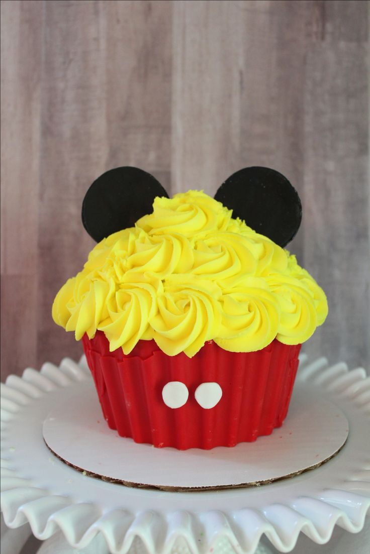 Mickey Mouse Jumbo Cupcake smash cake