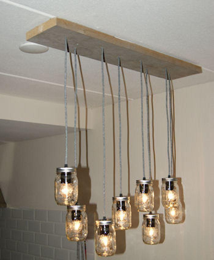 """Leuk zo'n lamp van steigerhout met mason jars potjes . Maar hoe maak je nou die elektra veilig vast? Lees het in ons """"hoe kan ik"""" artikel. Zo maak je een hanglamp met meerdere snoeren."""