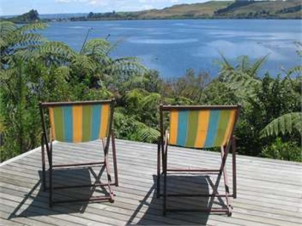 Lake Rotoiti Holiday Home Rental - 3 Bedroom, 2.0 Bath, Sleeps 8