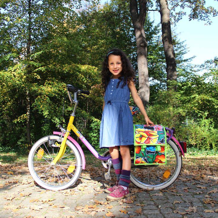 geblümte Fahrradtasche aus mexikanischem Wachstuch, wasserabweisend und robust. Ideal für Kinderfahrräder, Klappräder oder Falträder.