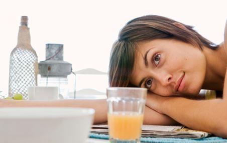 NO DESAYUNAR  Muchas personas se ejercitan sin tomar desayuno, pues creen que así quemarán más grasas. Gran error. El desayuno es vital para obtener energía y rendir de manera apropiada durante el entrenamiento.  http://iasoteaperu.org