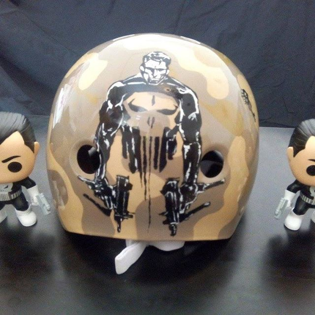 Resultado final. #aerografia #airbrush #helmet #casco #skate #roller #miller #thepunisher @johnny_shooter