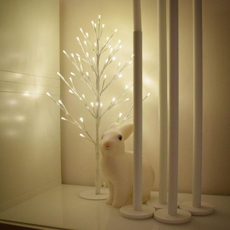 Nu har jag kört all in på ljusträd! De var nu sänkta till halva priset - så jag köpte några till! Tre i vardagsrummet är ju riktigt upplysande!   #jul #julen #joulu #christmas #emjulen2015 #hemmahoserikmaki #inredning #heminredning #inreda #interiör #interior #interiør #sisustus