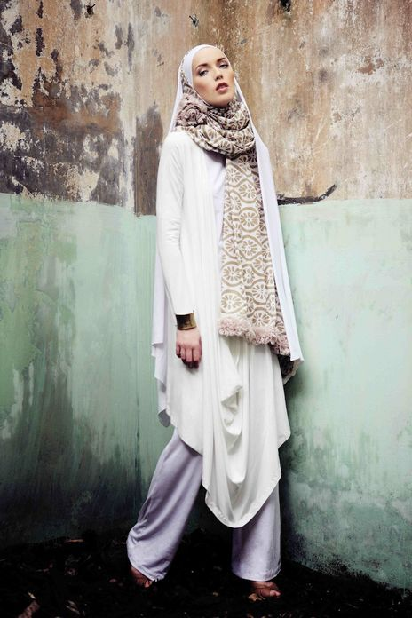 Islamic Fashion, simple yet elegant ...now go forth and share that BOW & DIAMOND style ppl! Lol ;-) xx