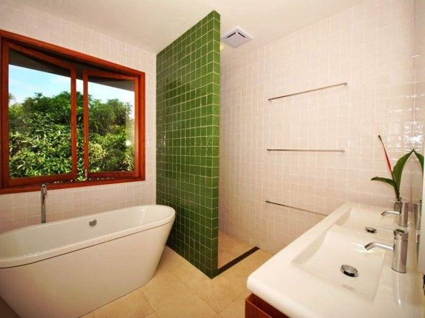 Doorless walk in shower ideas small bathroom walk in - Doorless shower in small bathroom ...