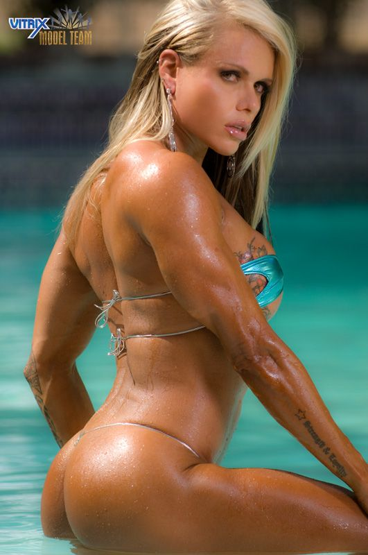 Female muscle reis larissa