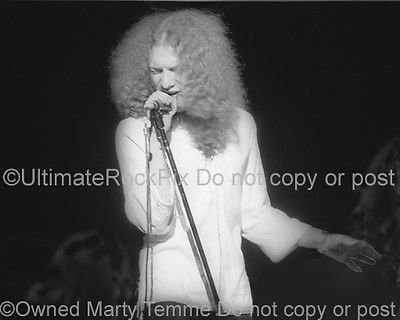 LOU-GRAMM-PHOTO-FOREIGNER-black-and-white-concert-photo-in-1974-by-Marty-Temme