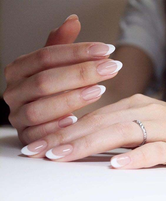 Saubere weiße French Oval Nails #Acrylic #NailRoze #NailVorm #NailShapes #NailS … – Nagel
