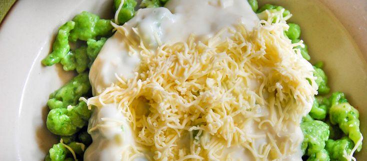 Špenátové halušky Špenátové obdobie vrcholí! #recept #špenát #syr #halušky http://varme.dennikn.sk/recipe/spenatove-halusky/