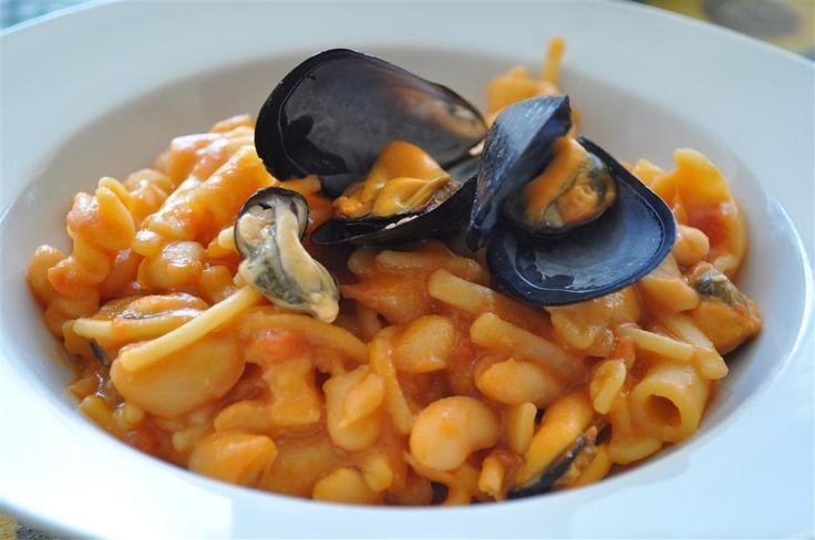 Ricetta di pasta e fagioli con le cozze, tipica ricetta del Sud e di Napoli.