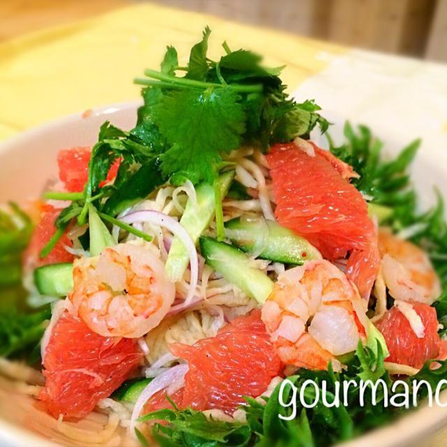 タイ料理な夜のサラダは、 お気に入りの このサラダにしました〜♪ パクチー山盛り♡ やっぱり 美味しぃ(๑´ڡ`๑) ともちゃん、レシピありがと♡ これからのシーズン出番が増えそー♪ - 133件のもぐもぐ - ともちゃんの切り干し大根のエスニックサラダ♪ by gourmand