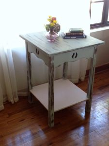 Tutorial - How to distress a wooden table with chalk paint to create the shabby chic look. SHOP ONLINE WITH ARTESENSE http://artesensehandmadearts.wordpress.com/2014/05/13/tutorial-how-to-distress-a-wooden-table/