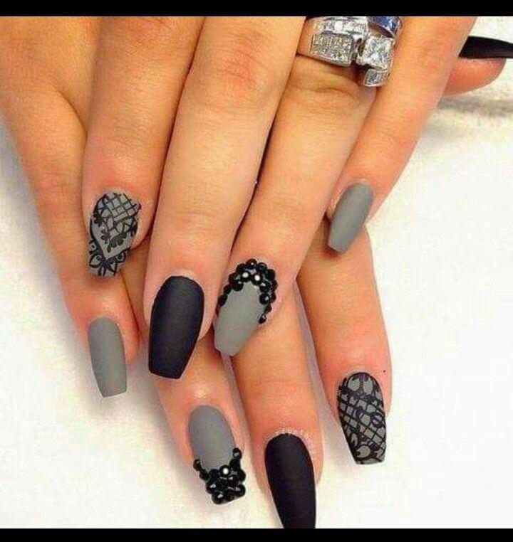 Nail art matte grey and black