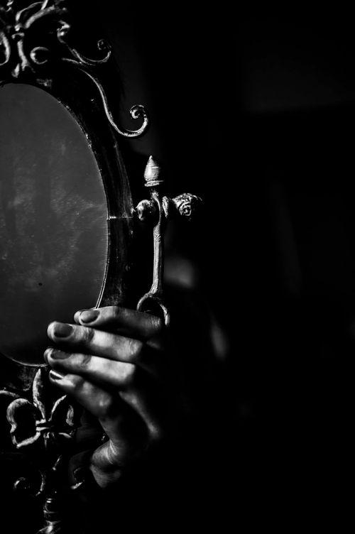 темное зеркало арты мамочка