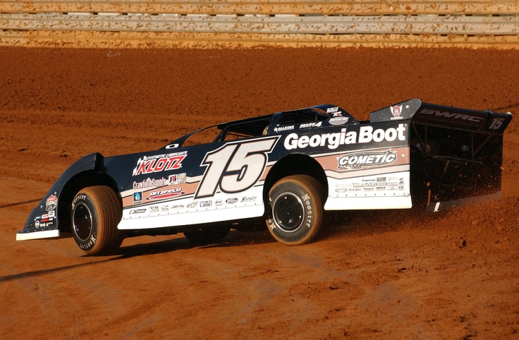 Jonathan Davenport turns laps in his Georgia Boot/Clint Bowyer Racing #15 during a Lucas Oil Late Model Dirt Series event at Virginia Motor Speedway. Photo credit: Rick Schwallie