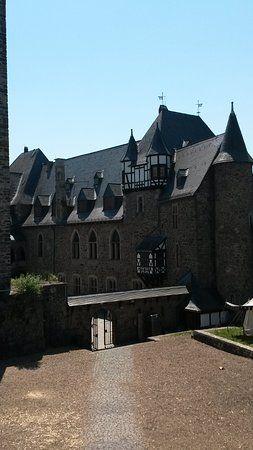 Bild von Schloss Burg, Solingen: Schloss Burg - Schauen Sie sich 1.362 authentische Fotos und Videos von Schloss Burg an, die von TripAdvisor-Mitgliedern gemacht wurden.