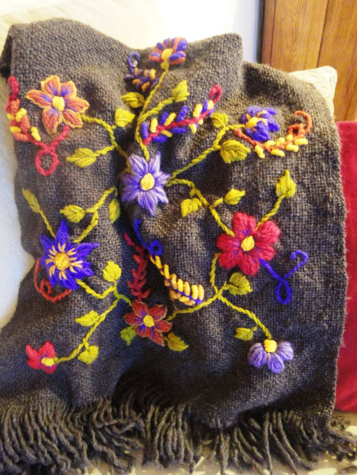 Manta para sillon o pie de cama tejido en telar bordado a - Mantas de lana hechas a mano ...