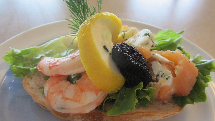 Reker - Eat shrimps Norwegian style: Peel them yourself, pile them on white bread, squeeze fresh lemon juice and mayonnaise on top, and sprinkle with dill.