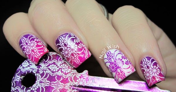 Hi!!  Today my nails are at The Clockwise Nail Polish  blog! I am so excited!. I did some matching nails and keys and I also tried a gradien...