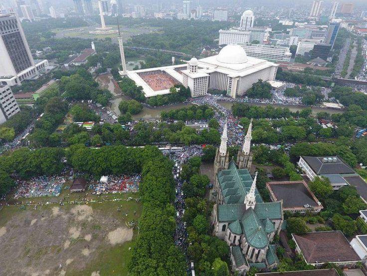 MasyaAllah Bikin Haru, Foto Pantauan Udara Aksi 112 di Masjid Istiqlal dan Sekitarnya