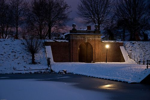 Brielle in snow, Kaaipoort.  Moat and ramparts around the city of Brielle