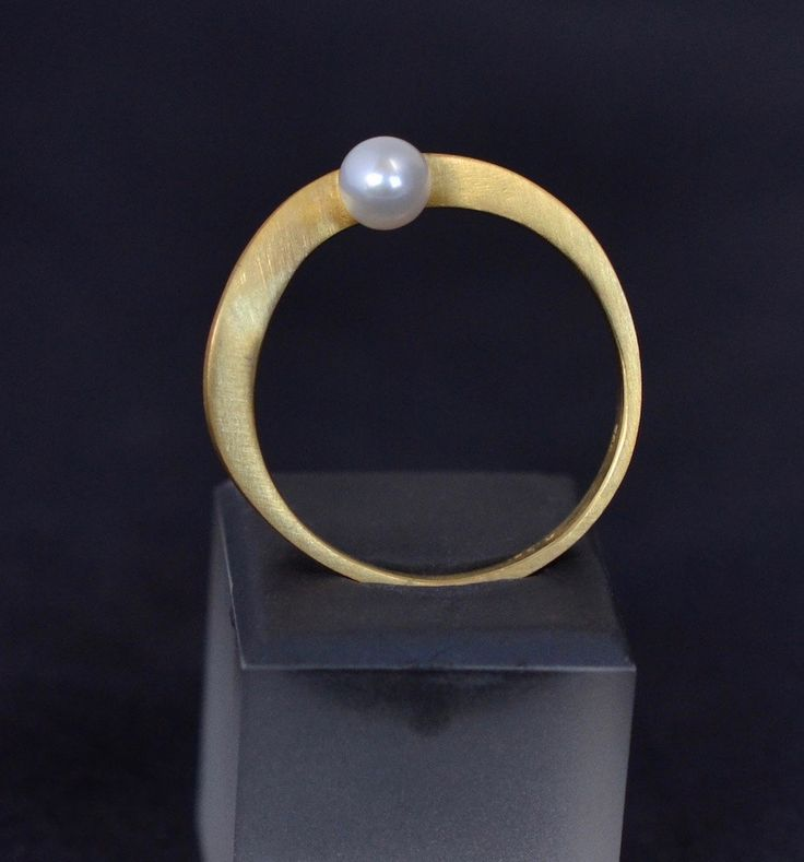 Curvey Pearl Ring in solid 18k Yellow Gold by ViazisJewelry on Etsy