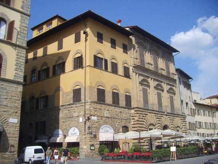 Duomo'yu gezdikten sonra Leonardo Da Vinci'nin replika eserlerinin bulunduğu küçük bir müzeyi geziyoruz... Daha fazla bilgi ve fotoğraf için; http://www.geziyorum.net/floransa-gezisi/