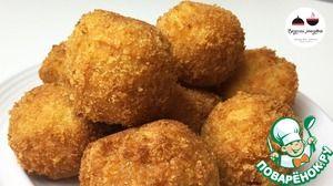 Картофельные шарики с ветчиной и сыром Пюре картофельное— 500 г Яйцо куриное— 3 шт Ветчина— 150 г Чеснок— 3 зуб. Мука пшеничная— 2 ст. л. Сыр твердый— 100 г Соль Специи Хлопья панировочные(домашние!) — 10 ст. л. Масло подсолнечное(для жарки) — 200 мл