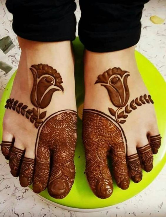 Trending minimal bridal mehendi design inspiration | Bridal mehendi designs for feet | Bridal henna inspiration | Henna tattoos | Mehendi designs | Image source: Pinterest | Every Indian bride's Fav. Wedding E-magazine to read. Here for any marriage advice you need | www.wittyvows.com shares things no one tells brides, covers real weddings, ideas, inspirations, design trends and the right vendors, candid photographers etc.