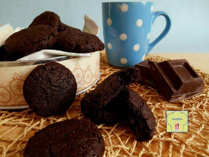 Ricetta facile dei moretti, biscotti supecioccolatosi con cacao e cioccolato fondente, per i veri amanti del cioccolato.