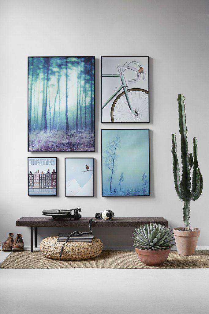 Vissevasse plakatvæg i blå toner