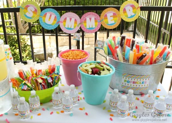 Summer Popsicle Party: fruit + Goldfish crackers in beach buckets, popsicles in metal ice tub