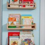 Une étagère à épices comme bibliothèque d'enfant