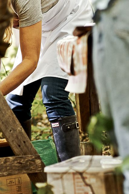 working hard: Farms Girls, Buckets Lists, Style, The Farms, Hunters Boots, Jeans, Gardens, Photo, Black