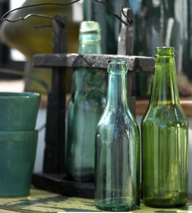 glass bottles. canett