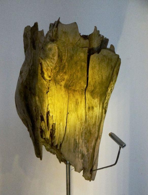 Treibholz Skulptur mit LED Spot driftwoodarts.de
