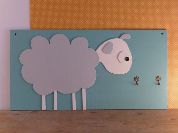 Houten kapstok met een schaap voor kids van MyraaaB op Etsy, €65.00