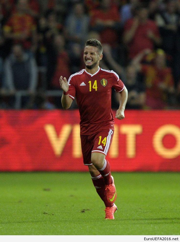 Dries Mertens of Belgium celebrates after scoring against Australia during their international friendly soccer match in Liege September 4, 2014.       REUTERS/Laurent Dubrule (BELGIUM - Tags: SPORT SOCCER)