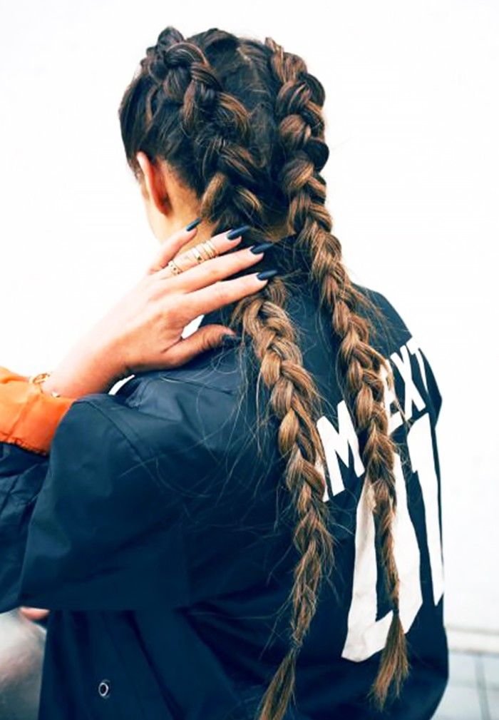 6 Airplane-Friendly Hairstyles That Aren't Sloppy via @ByrdieBeauty