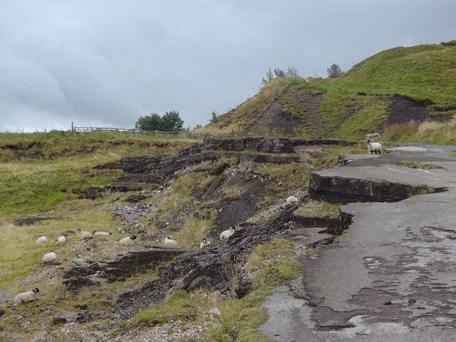 The old A625 below Mam Tor