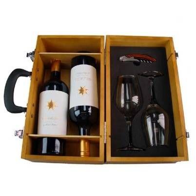 El Lote Coupage está compuesto de los siguientes productos: 2 botellas de vino tinto Clos de los Siete 75 cl, 2 copas de cristal, 1 abridor profesional con mango de madera, 1 estuche de madera estilo maleta.