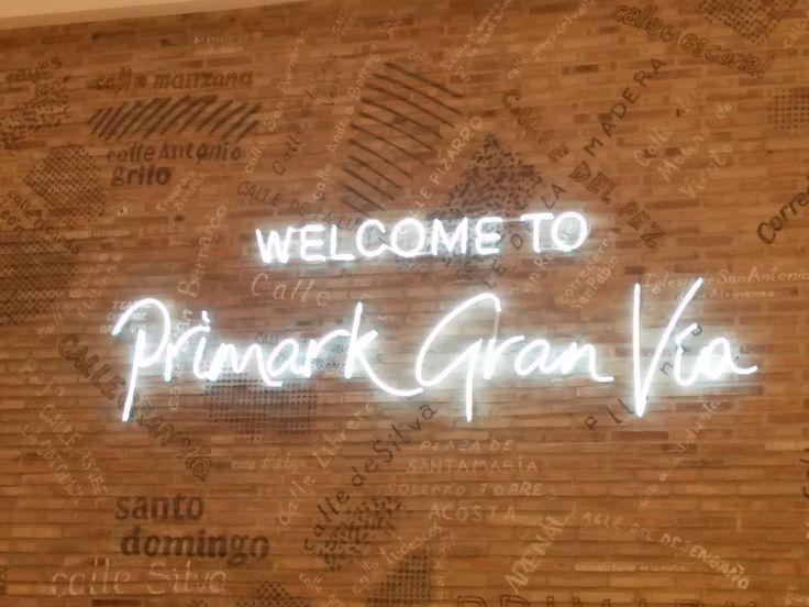 Rótulo interior tienda Primark, Gran Vía (Madrid). Diciembre 2016
