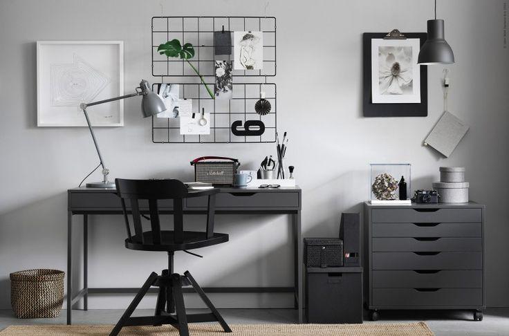 Ge en skandinavisk uppfräschning till hemmakontoret.  I skönaste gråskalan hittar vi lugn inför höstens skol- och jobbstart. Bra med förvaring och rum för kreativitet skapar ro vid arbetsplatsen.