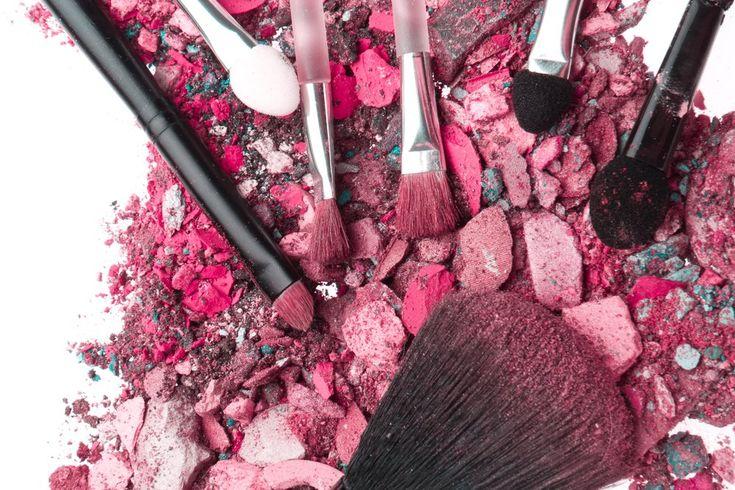 Sombra, blush, pó e até batom quebrados podem ser recuperados em casa