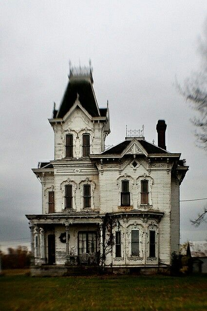 I love these old victorians ...too bad so many are left decaying and deralict